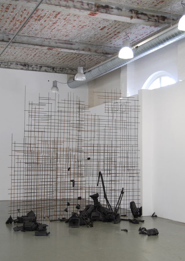 PlanB, ceramics, metal wire, 300 x 200 x 350 cm, 2010